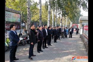 """市四大班子领导参观庆祝首个""""濮阳企业家日""""民营经济成就展"""