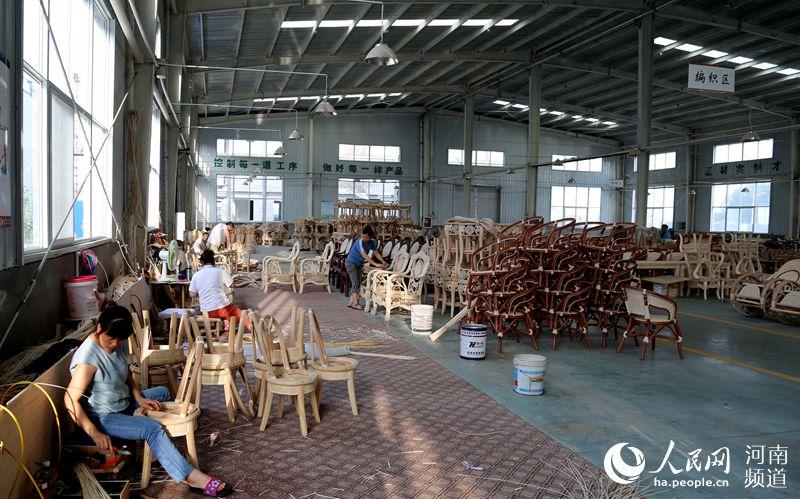 河南清丰县:被点赞的草帽突击队、马扎工作法