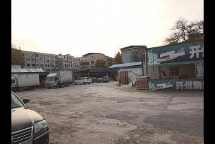 市城区一处院内环境脏乱差扬尘隐患重