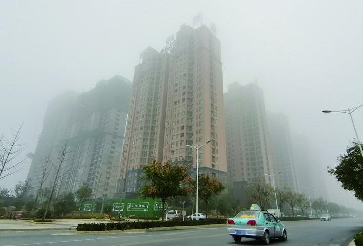 大雾笼罩龙都  云蒸雾绕如仙境