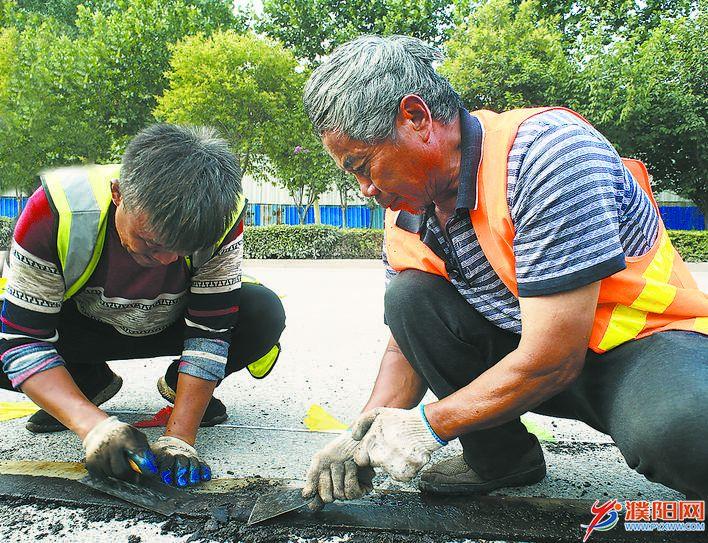 为了市民出行更加舒适顺畅——我市人民路等5条市政道路养护工程施工掠影