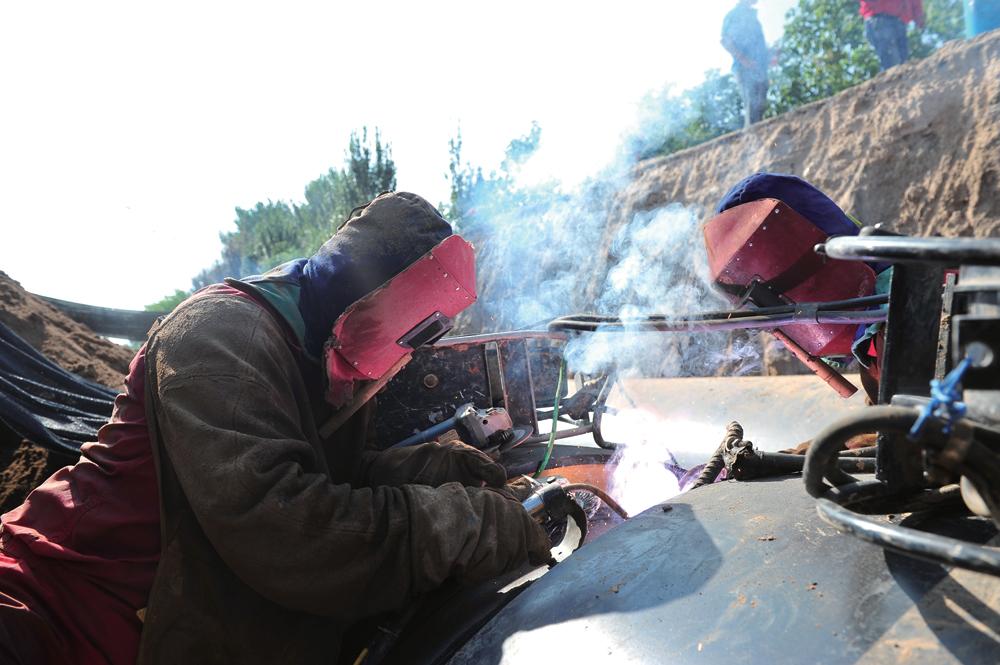致高温下的劳动者——焊工篇