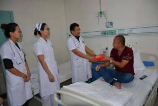 濮阳惠民医院中秋节为患者送月饼