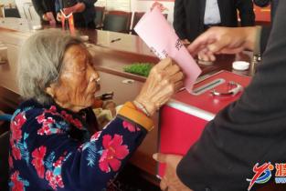 """93岁高领老党员王凤莲:""""我是党员 坚决不能掉队"""""""