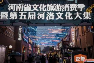 刀画女郎王玲玲亮相河南省第五届河洛文化大集展示才艺
