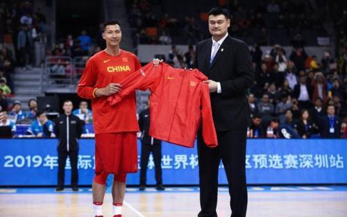 篮球世界杯中国队名单确定 易建联领衔