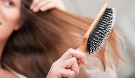 为什么春季易脱发?5种食物促进头发生长