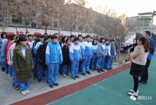 """濮阳市范县消防大队组织600余名师生开展""""进红门、学消防""""活动"""