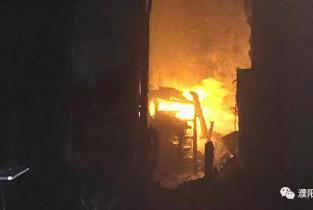 """""""消防员抱液化气罐冲出火场""""危险的举动也许是对人民群众最大的保护"""